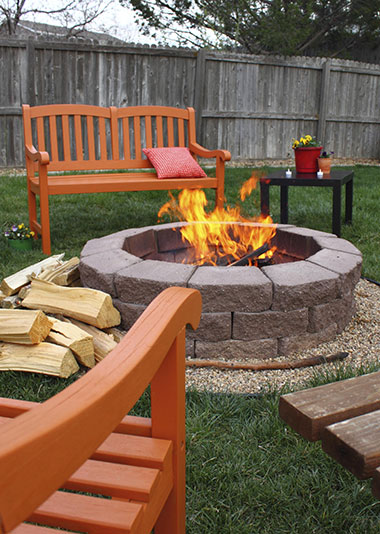 Inspiration for a DIY Backyard Fire Pit on platinummosquito.com