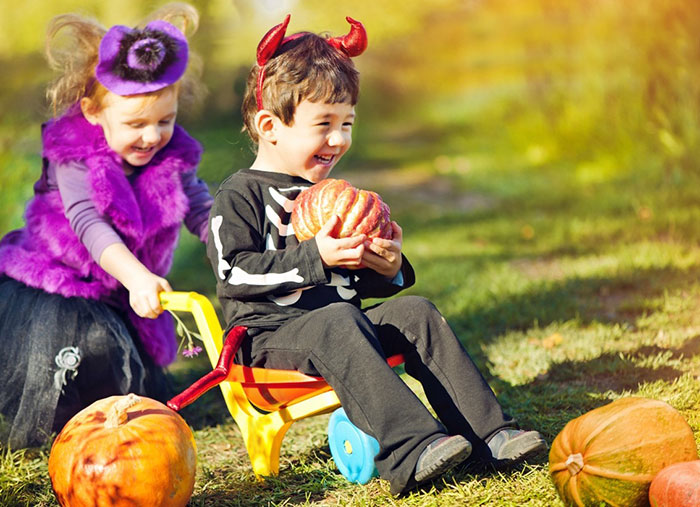 Fun-DIY-Backyard-Games-for-Your-Halloween-Party